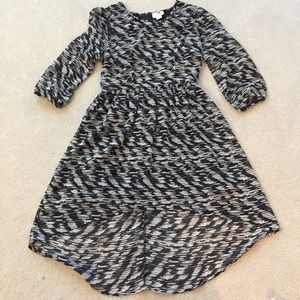 One clothing dress- high low. Size medium.